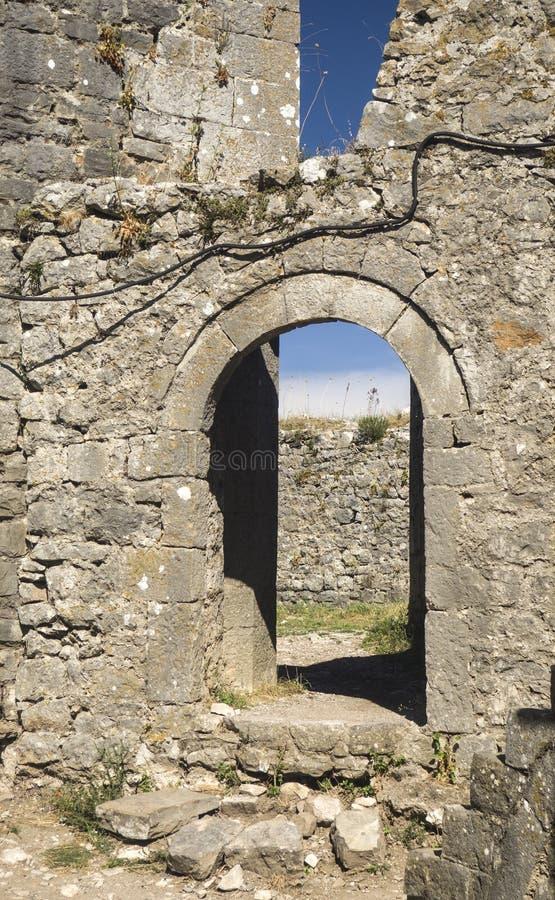 Vecchie rovine del castello in Skoder, Albania fotografia stock libera da diritti