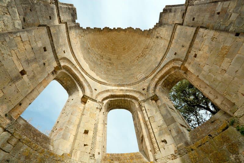 Vecchie rovine dell'abbazia in Francia fotografia stock libera da diritti