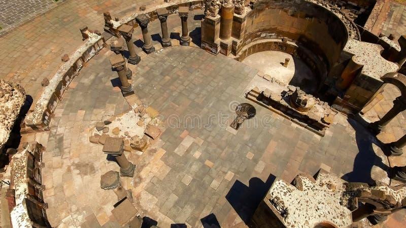 Vecchie rovine della cattedrale di Zvartnots nella provincia di Armavir, viaggio alla vista aerea dell'Armenia fotografie stock