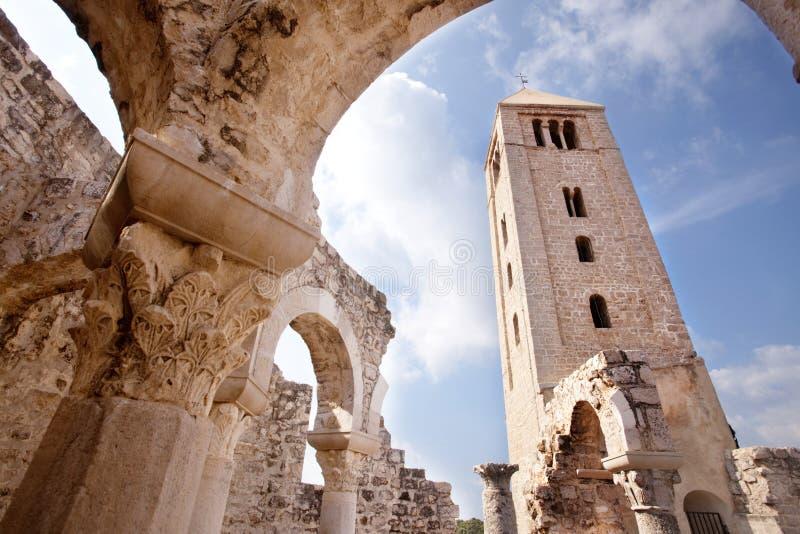 Vecchie rovine della chiesa fotografia stock