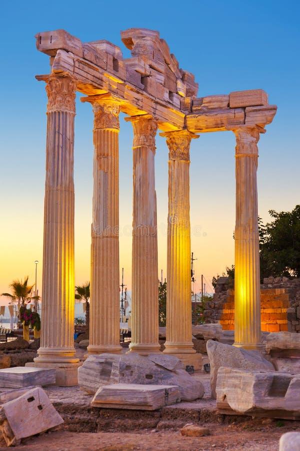 Vecchie rovine nel lato, Turchia al tramonto fotografie stock