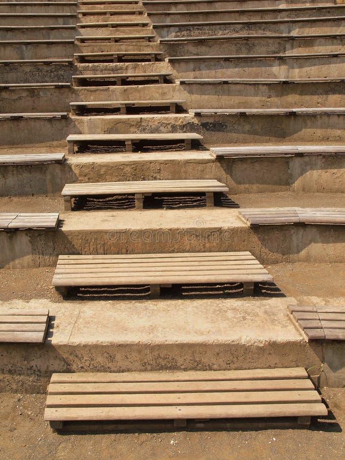 Vecchie scale di legno in giardino tradizionale sentiero per pedoni turistico fotografia stock - Scale in giardino ...