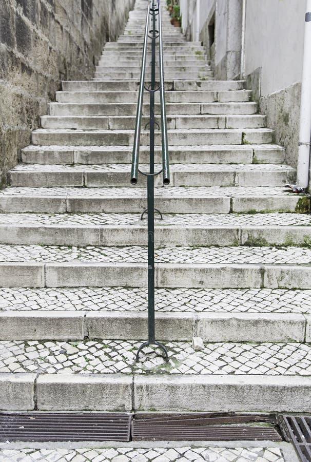Vecchie scale a Lisbona immagini stock libere da diritti