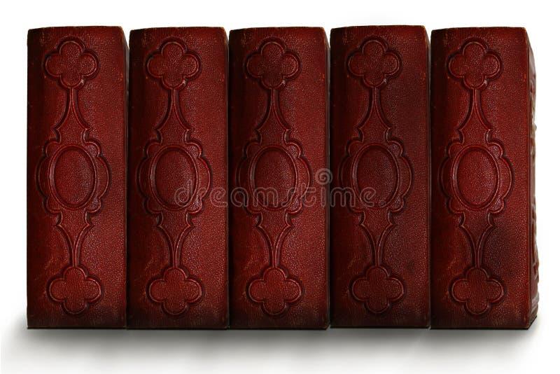 Vecchie spine dorsali antiche rosso scuro del libro immagine stock