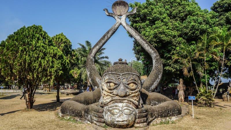 Vecchie statue nel parco di Buddha a Vientiane, Laos immagine stock