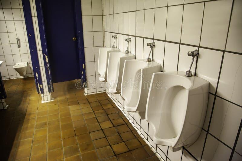 Vecchie toilette pubbliche fotografia stock libera da diritti