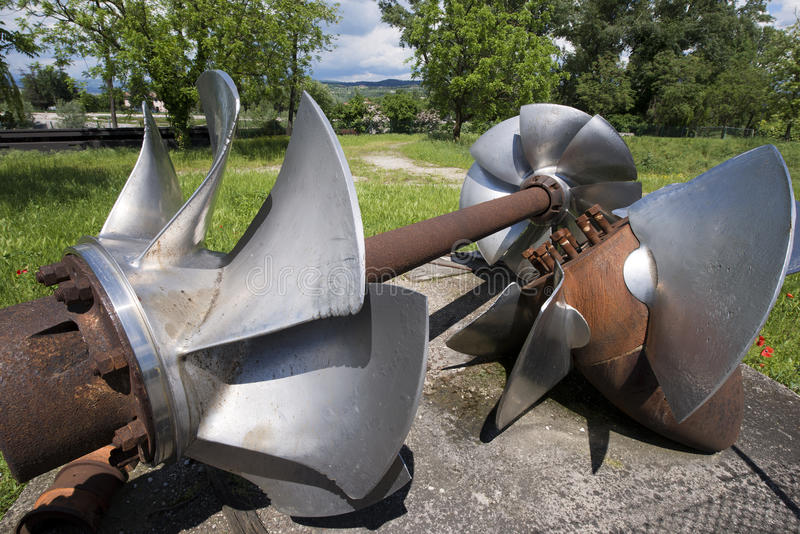 Vecchie turbine idroelettriche immagine stock libera da diritti