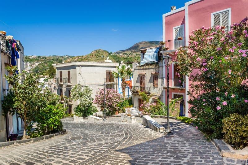 Vecchie vie della città di Lipari immagine stock libera da diritti