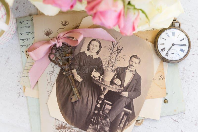 Vecchio album della famiglia fotografie stock libere da diritti