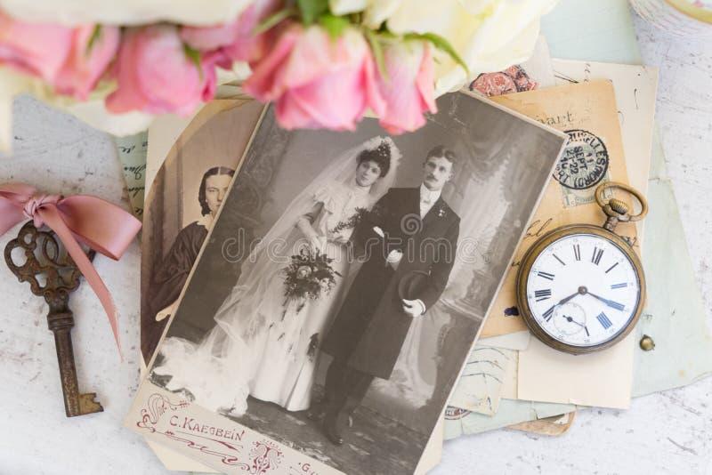 Vecchio album della famiglia immagini stock libere da diritti