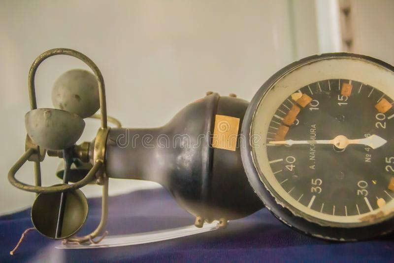 Vecchio anemometro di tazza emisferico d'annata, un dispositivo utilizzato per i meas immagini stock libere da diritti