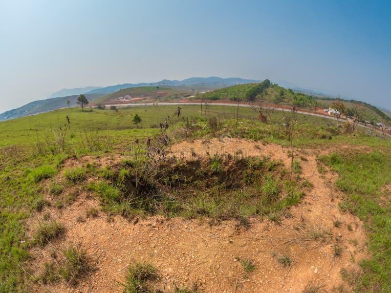 Vecchio appostamento a buca dalla guerra del vietnam Plateau di Xiangkhoang, Laos fotografie stock libere da diritti