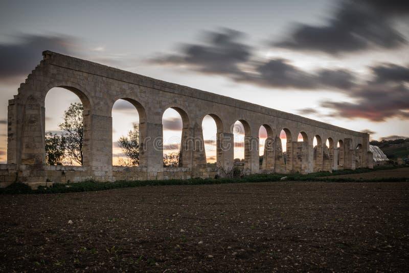 Vecchio aquedotto Gozo fotografie stock libere da diritti