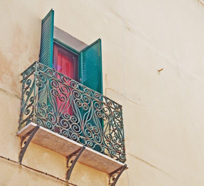 Download Vecchio balcone illustrazione di stock. Illustrazione di storia - 30826138