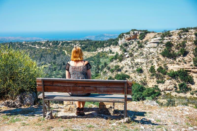 Vecchio banco d'annata all'interno di Creta fotografia stock