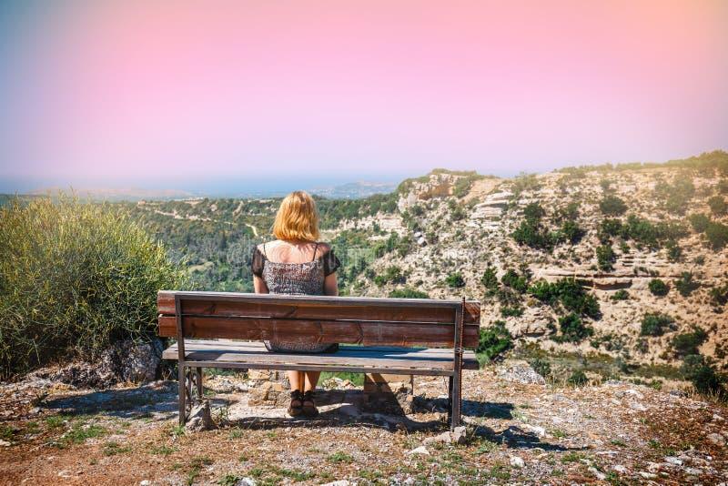 Vecchio banco d'annata all'interno di Creta immagini stock