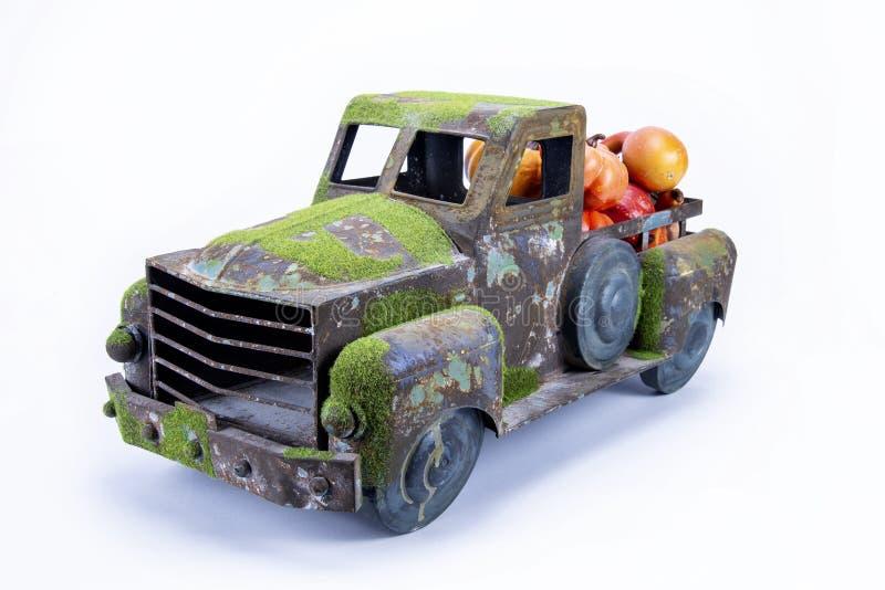 Vecchio camion d'annata del giocattolo fotografia stock