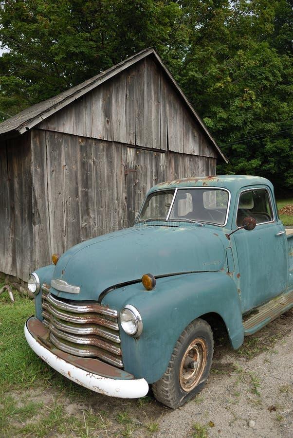 Vecchio camioncino scoperto fotografie stock libere da diritti