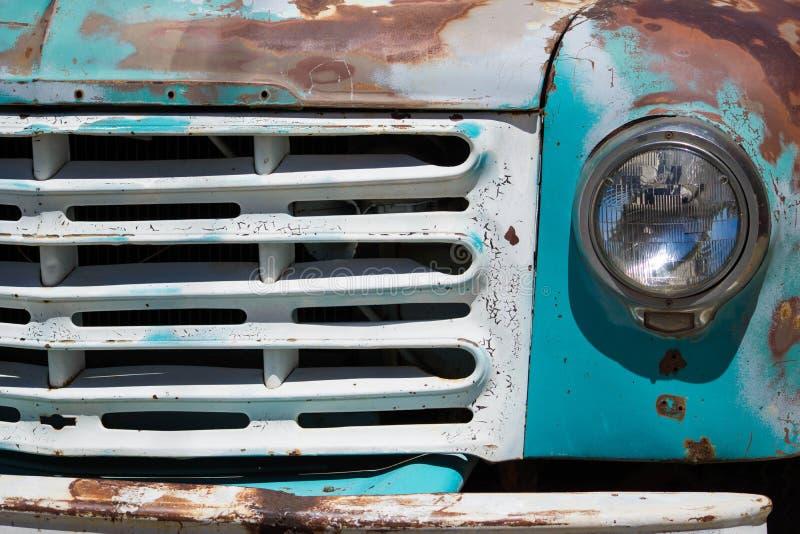 Vecchio camioncino scoperto immagini stock libere da diritti