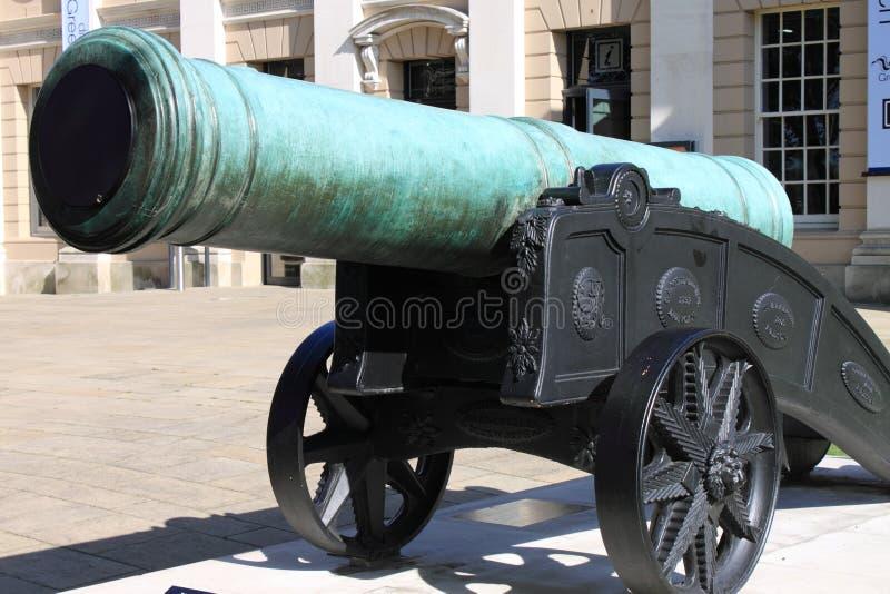 Vecchio cannone bronzeo fotografie stock libere da diritti