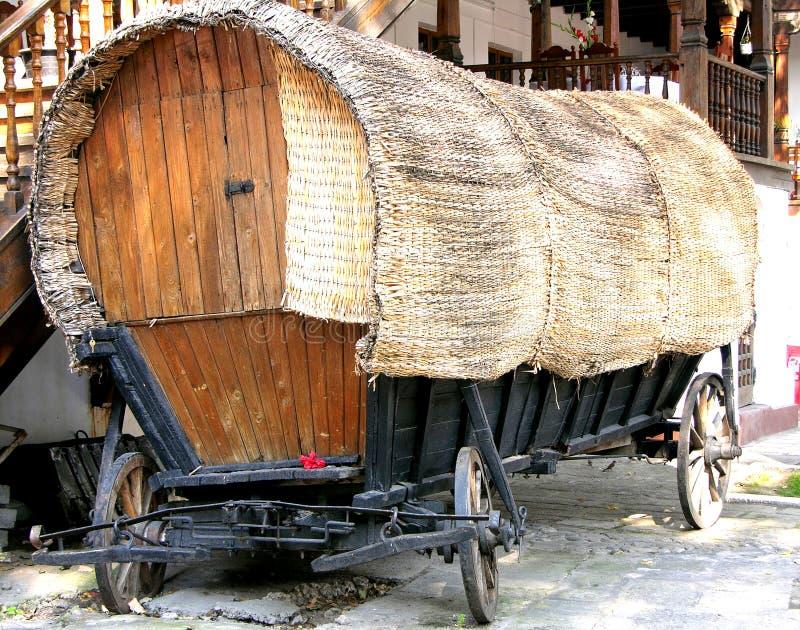 Vecchio carrello dello zingaro di inclinazione fotografie stock libere da diritti