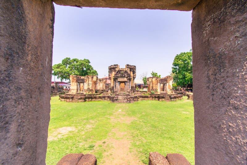 Vecchio castello storico tailandese, Prasat Wat Sa Kamphaeng Yai fotografia stock