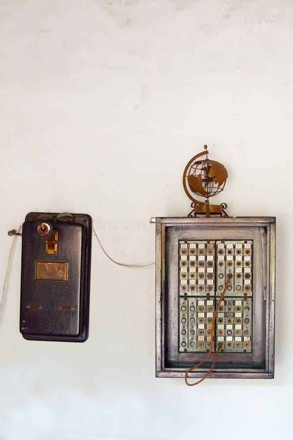 Vecchio centralino del telefono immagine stock