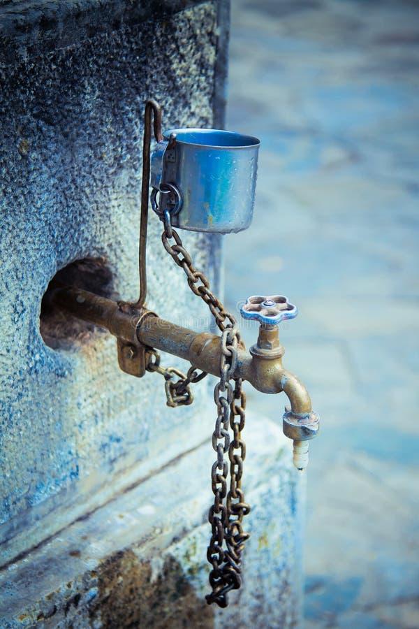 Vecchio colpetto di acqua immagine stock libera da diritti