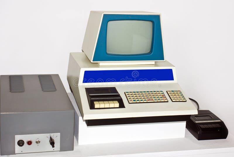 Vecchio con computer personale immagine stock libera da diritti