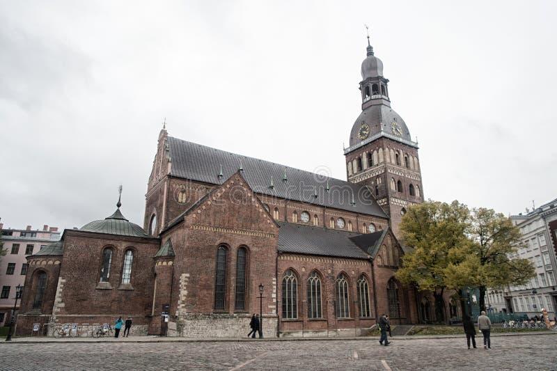 Vecchio concetto di architettura della città Patrimonio architettonico Vecchia o chiesa o cattedrale antica con i molti finestra  immagini stock libere da diritti
