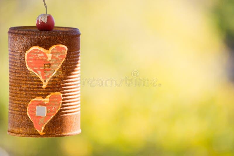 Vecchio concetto Rusty Can di amore immagine stock libera da diritti