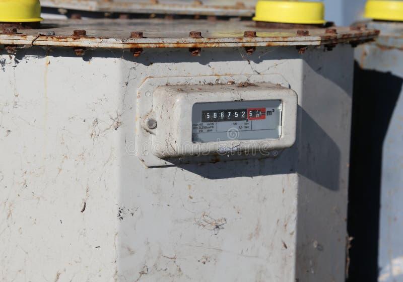 Vecchio contatore del tester di gas alla misura di metano fotografia stock