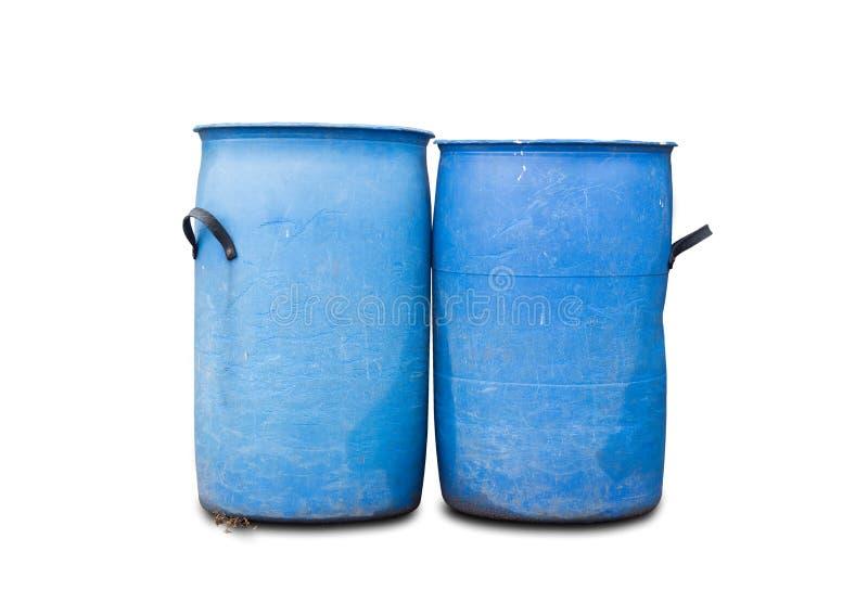 Vecchio contenitore di rifiuti blu isolato su fondo bianco fotografia stock