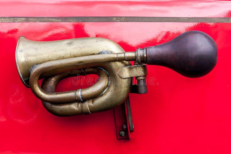 Vecchio corno di automobile fotografie stock