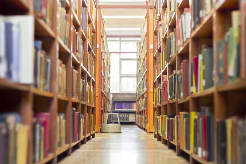 Vecchio corridoio delle biblioteche fotografia stock