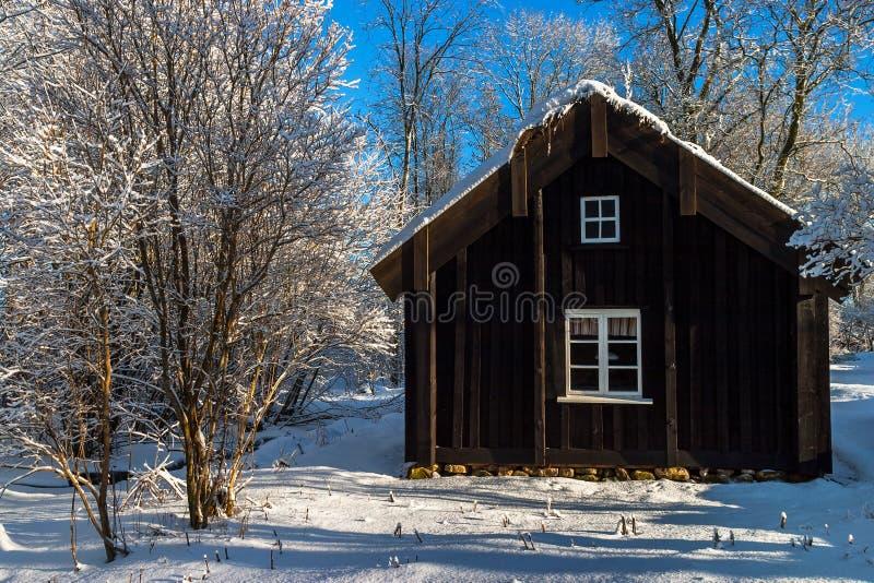 Vecchio cottage di legno immagini stock libere da diritti