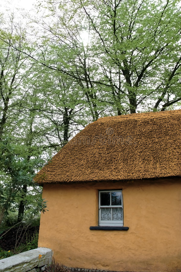 Vecchio cottage irlandese 2 fotografie stock libere da diritti