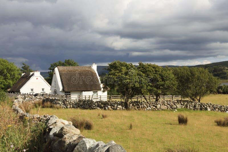 Vecchio cottage irlandese tradizionale immagini stock