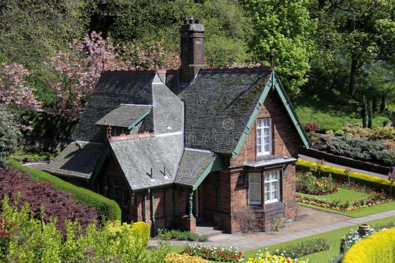 Vecchio cottage singolare nei giardini dei principi Street immagine stock libera da diritti