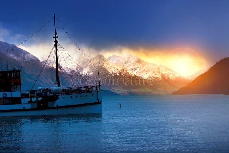 Vecchio crogiolo di vapore in wakatipu Queenstown del lago la maggior parte del travelin popolare fotografie stock