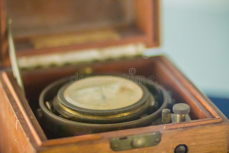 Vecchio cronometro marino d'annata, un orologio che è preciso e fotografie stock