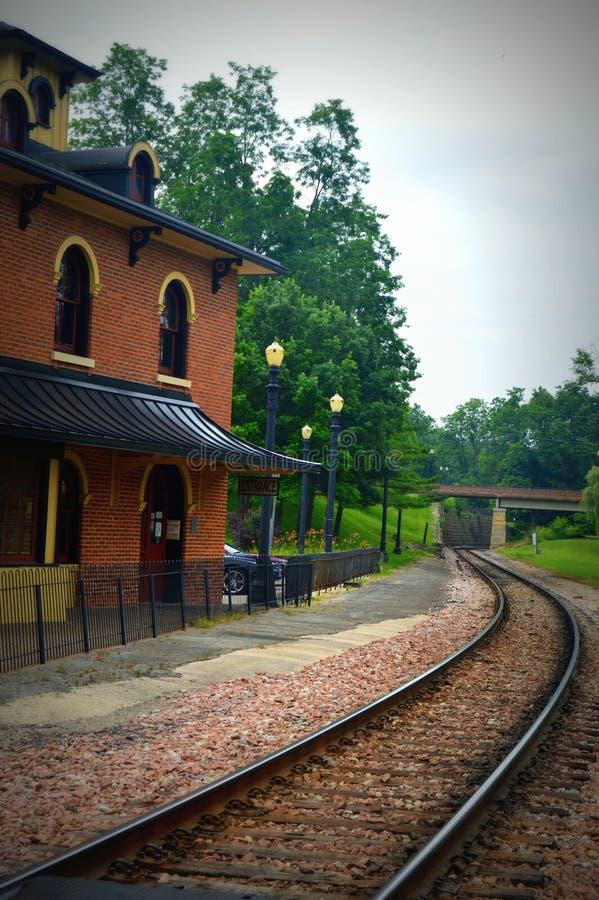 Vecchio deposito di treno fotografie stock libere da diritti