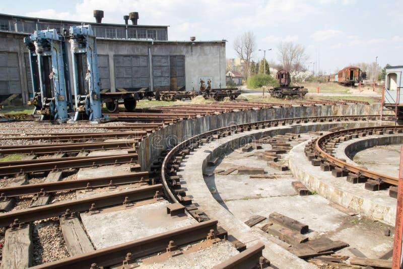 Vecchio deposito di treno abbandonato Cracovia Polonia immagini stock