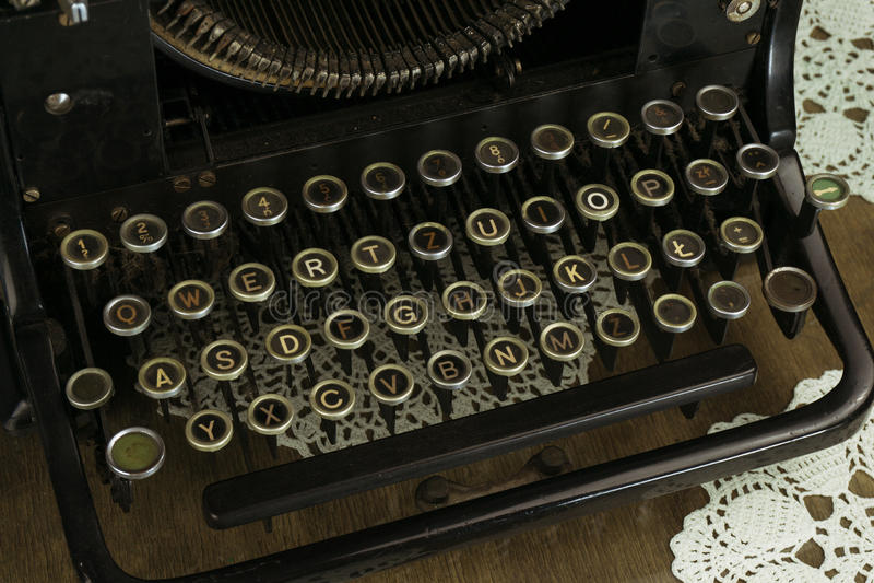 Vecchio e Dusty Typewriter Keyboard immagine stock