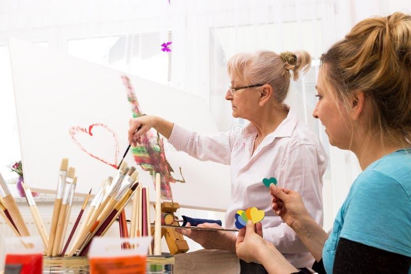 Vecchio e giovane insieme creativo immagini stock libere da diritti