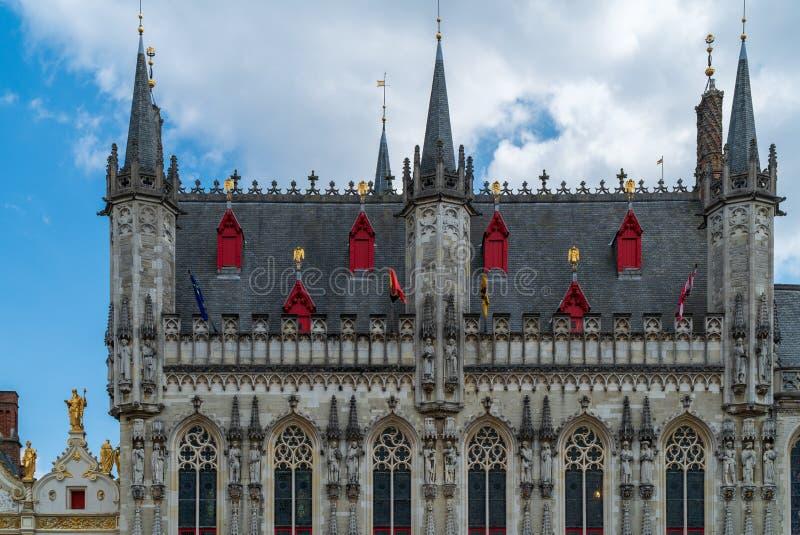 Vecchio edificio di Bruges sul posto di Brug fotografia stock