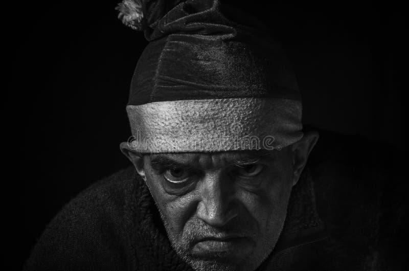 Vecchio elfo diabolico di natale fotografia stock libera da diritti
