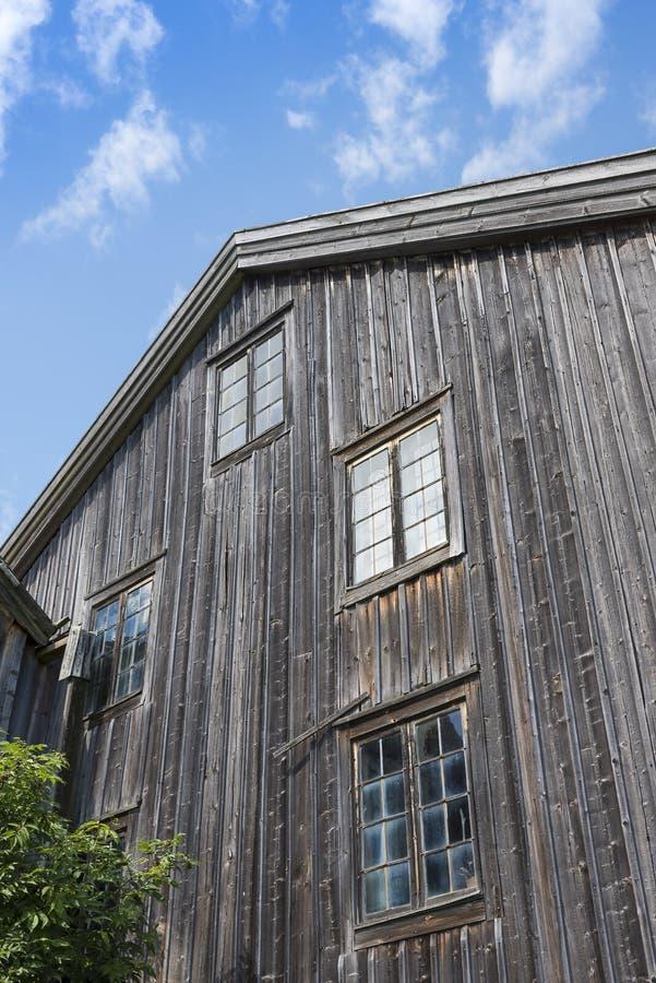 Vecchio fabbricato agricolo di legno della facciata Halsingland fotografia stock