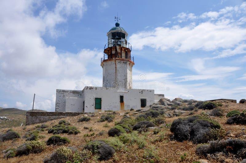 Vecchio faro abbandonato sui mykonos greci dell'isola fotografie stock