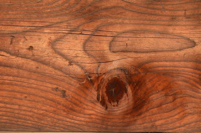 Vecchio fascio di legno stagionato con il grandi nodo e grano immagini stock